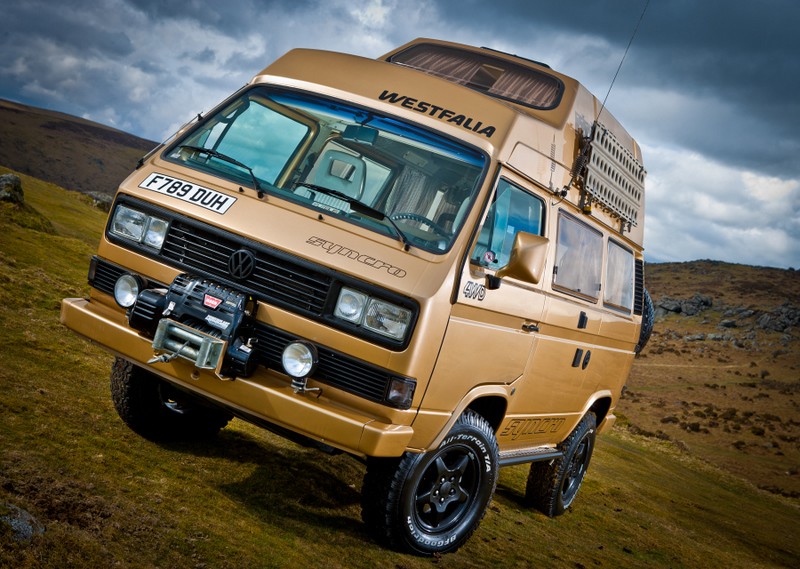camper-bus-photo-shoot-10-323fdab8f7bd2cc403a526a0bdd877bfa4f68ad7